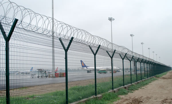 Galvanized and Powder caoted security Airport Fence